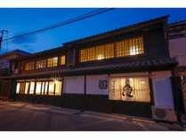 暗くなって明かりがともされた時の雰囲気は、日本建築独特の雰囲気や色気を再発見して頂ける事でしょう
