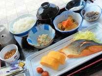 当館のご朝食(和食プレートタイプ)のメニュー一例です。勿論フリードリンクでご飯もお替り自由です♪
