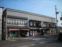 当旅館は岩木山神社の向かいです。