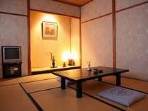 お部屋の広さや趣はいろいろ。夕食はお部屋食で。(別室になる場合もあり)