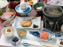 本物の温泉と旅館の特製朝食付★6800円~!朝からご飯三杯♪夜は外で食べたい方や到着が遅なる方に◎