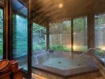 【貸切風呂】「卯の花亭」(※要予約、45分/3000円)湯涌温泉でも数少ない温泉貸切風呂。
