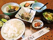 【朝食付】風情ある日本庭園を眺めながらゆっくり朝ごはん。家庭的な和朝食をご用意♪