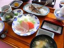 朝は和朝食をご用意いたします。お米はコシヒカリです!