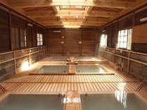 当館から徒歩数分の共同浴場施設「鹿の湯」です。