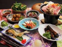 【ご夕食一例】 国産無菌豚の陶板焼きと、地元野菜を使った郷土料理