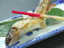 【一品料理-イメージ】地場産にこだわった鮮度抜群の川魚の塩焼き!香ばしい匂いがたまらない♪