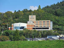 【外観】綾部市内の景色を一望!温泉施設を併設したホテルです