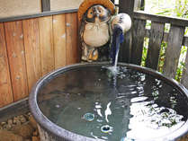 ◎家族野天風呂「かくれ蓑」信楽焼きで造られた湯船、黒たぬき・☆