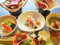 【お料理一例】旬の素材を贅沢に盛り込んだ自慢の懐石料理をご堪能ください。