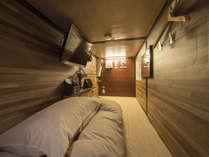 【カプセルルーム】カプセルは純国産オリジナル特注寝具と肉厚マットレスで快適なお休みをお届けします♪