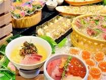 函館食が満載【函館朝食】海鮮コーナー。 イカ刺、いくら醤油漬けなどの新鮮魚介が盛りだくさん。