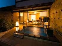 露天風呂からお庭を眺めてのんびりと(客室一例)