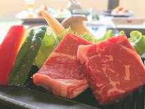 熱々の鉄板で食べるお肉は最高♪