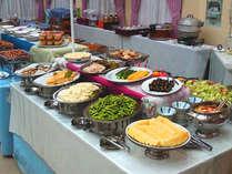 *【夕食一例】多種多様なお食事をブッフェ形式にてご用意しております。