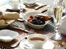 ご朝食は、洋食または和食よりお好きな方をお選びいただけます。(写真は洋食イメージです)