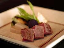 鮨・日本料理・フレンチ・鉄板焼きの4ジャンルのお食事からお選び頂けます。