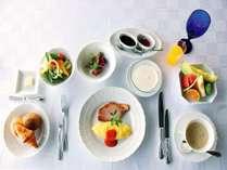 朝食一例。ご朝食は、洋食または和食よりお好きな方をお選びいただけます。(写真は洋食イメージです)