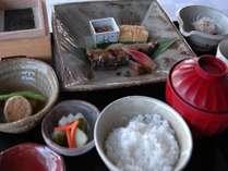 朝食一例。ご朝食は、洋食または和食よりお好きな方をお選びいただけます。(写真は和食イメージです)
