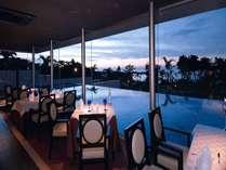 水上に浮かぶ光あふれるレストラン ご利用時間 ランチ11:30~14:00 ディナー18:00~21:00