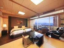 琉球畳にシモンズベット。煩わしい布団敷きはございません。どうぞ気兼ねなくお寛ぎください。