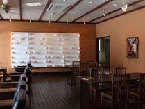 【サロン】サロンスペースでは毎月作家(うつわ、アート等)による展覧会を行っております。