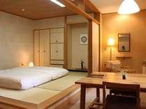 【梅の館】2階客室。那珂川のせせらぎが静かに聞こえる。