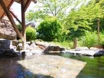 【露天の湯】ぬる湯の露天風呂で心身ともにリラックス