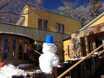 雪だるまが皆様のお越しをお迎えしています。(今は溶けてしまいました)