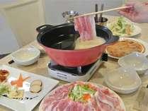 山梨県産フジサクラポークの豆乳鍋。お部屋食、人気です。