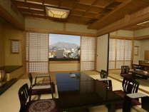 【客室】和室二間で余裕の広さと寛ぎを実感できます。