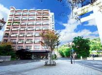 由緒ある照国神社隣のホテル吹上荘。