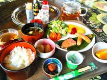 ご朝食は種子島の食材を中心とした和洋の日替わり定食です。(一例)