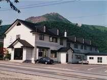 YHから有珠山、昭和新山、洞爺湖をを望む