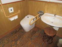 【461号室トイレ】車椅子対応で段差はありません。車椅子のままお入りいただけます。の画像