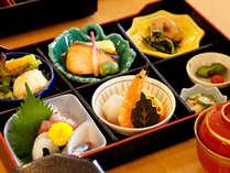 「和食処 みさお亭」料理長厳選の食材が並ぶ、和食会席料理をお楽しみ頂けます。