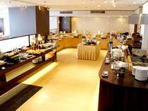 2Fレストラン神戸ポートキッチンでは朝・昼・夜とバイキングを行っております。