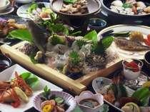 新鮮な海の幸をふんだんに使った、品数も多い豪華会席料理
