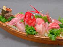 ■舟盛(一例)■地元 駿河湾の新鮮な海の幸を当館主人が仕入れ、調理いたします。
