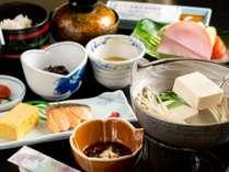 朝食はヘルシーな温泉湯豆腐を