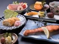*朝食一例:爽やかな朝の目覚めに和のお食事を。旅館のお食事をお楽しみください。