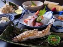 *夕食一例:徳島の食材にこだわった夕食。吉野川の鮎など季節の徳島をお楽しみください