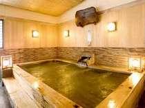 【白雲閣・桧風呂】ヒノキの香りがたまらない!落ち着いた雰囲気を楽しめる温泉です。