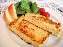 「パンを丸一日漬け込む」という東京の老舗ホテル並みにこだわったフレンチトースト