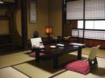 """本館1階の純和室(一例)。""""お篭り""""という言葉がぴったりのお部屋です。"""