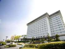 雄大な琵琶湖を望むリゾートホテル