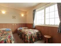 C棟ツインルームベットはシングルとなっております。フローリングの部屋があります。