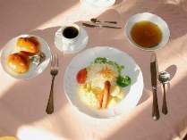 晴れやかな青空に美味しい朝食♪