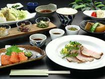 和洋折衷の夕食◆季節でメニューも変わる夕食は旬素材を活かした手作りの創作料理です