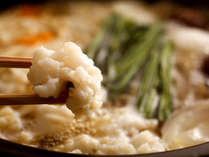 淡路島の郷土料理「鱧すき鍋」。地の玉葱とご一緒に。